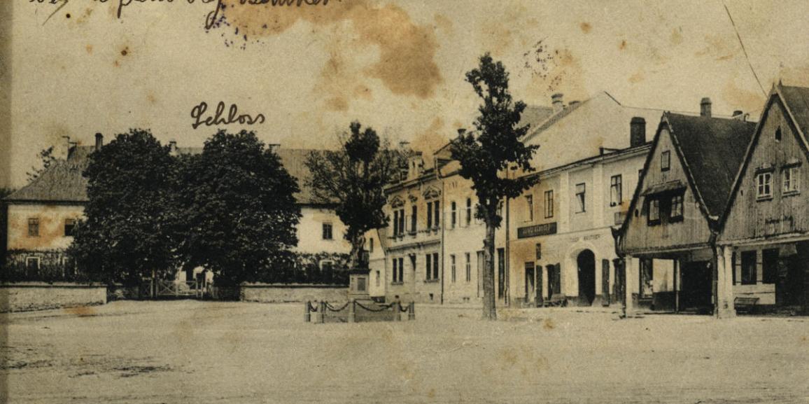 Zámek – okolo roku 1912 – od náměstí
