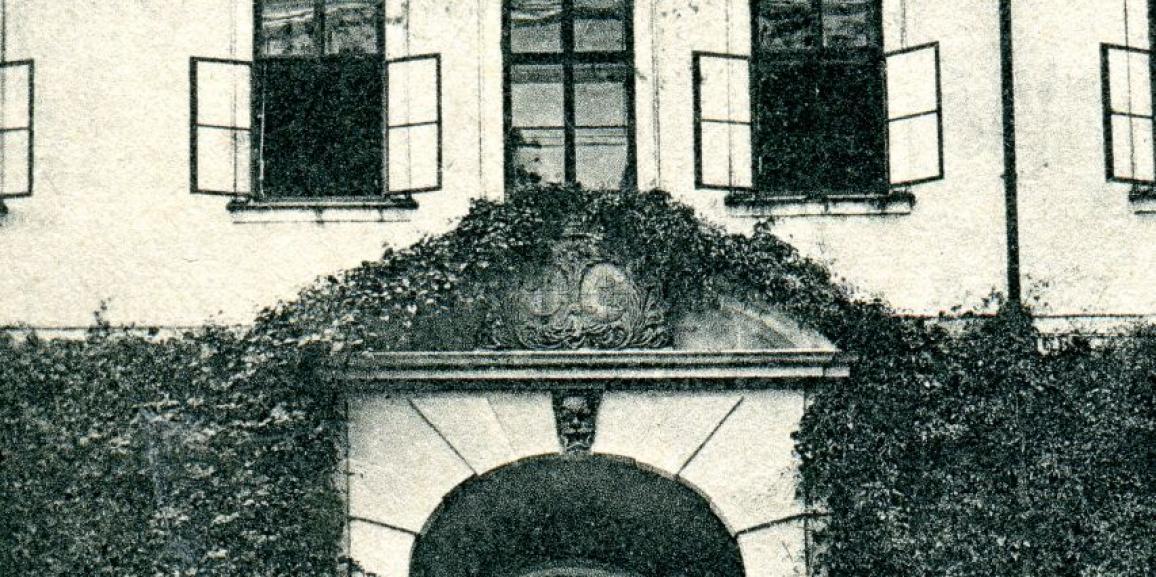 Zámek – okolo roku 1904 – vstupní portál