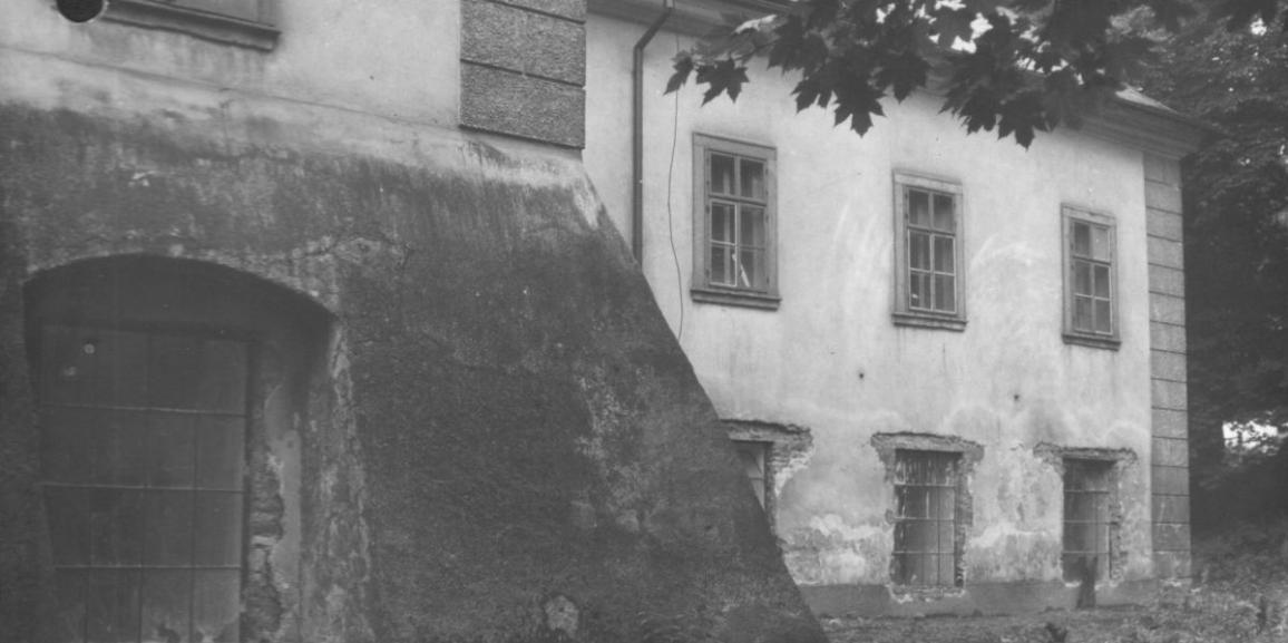 Zámek – v roce 1966 – od severovýchodu