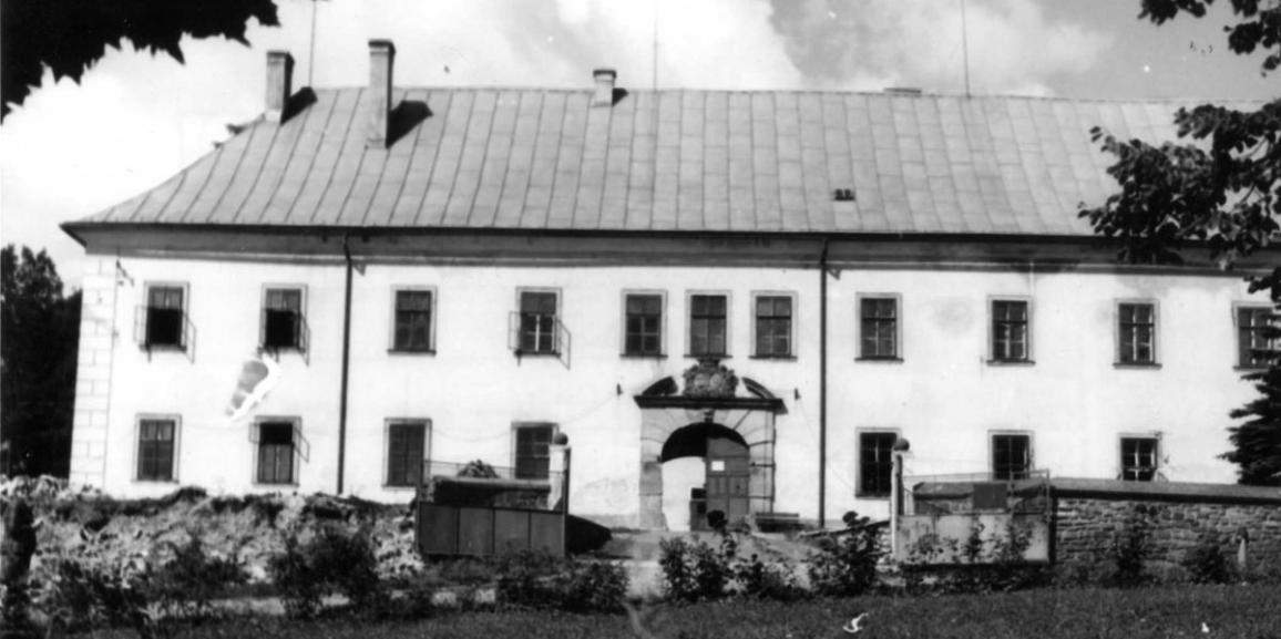 Zámek – v roce 1971 – od náměstí